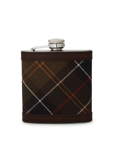 Barbour Lifestyle Classic Hip Flask Brown  i gruppen Accessoarer hos Care of Carl (10050710)