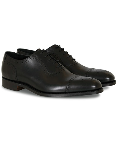 Loake 1880 Strand Brogue Black Calf i gruppen Skor / Brogues hos Care of Carl (10629811r)