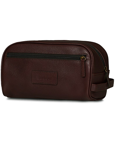 Barbour Lifestyle Leather Washbag Dark Brown i gruppen Accessoarer / Väskor / Necessärer hos Care of Carl (10731410)