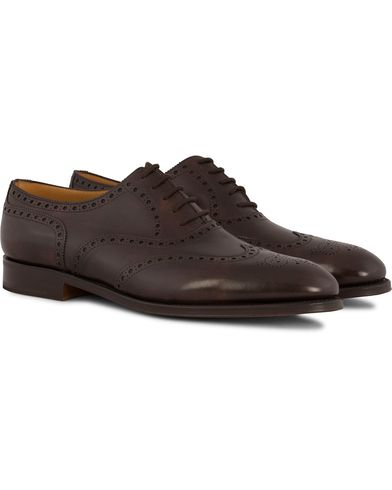 John Lobb Stowey Brogue Dark Brown Misty Calf i gruppen Skor / Brogues hos Care of Carl (12735811r)