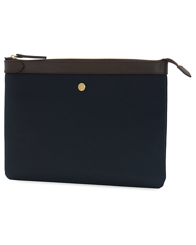 Mismo M/S Nylon Pouch Large Navy/Dark Brown  i gruppen Accessoarer / Väskor / Portfolios hos Care of Carl (13241910)
