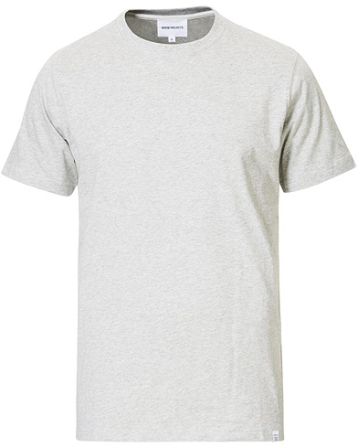 Norse Projects Niels Basic T-shirt Grey Melange i gruppen Kläder / T-Shirts / Kortärmade t-shirts hos Care of Carl (13766611r)