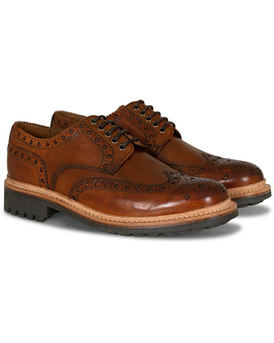 Grenson Archie Brogue Derby Commando Sole Tan Calf i gruppen Skor / Brogues hos Care of Carl (14258011r)
