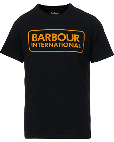 Barbour International Large Logo Crew Neck Tee Black i gruppen Kläder / T-Shirts / Kortärmade t-shirts hos Care of Carl (14692711r)