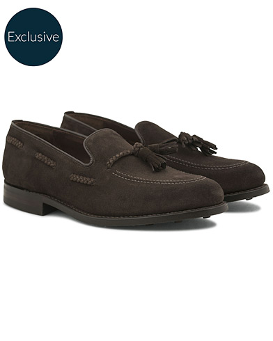 Loake 1880 MTO Temple Dainite Loafer Dark Brown Suede i gruppen Skor / Loafers hos Care of Carl (14770811r)