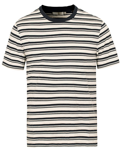Vince Stripe Crew Neck Tee White/Blue i gruppen Kläder / T-Shirts / Kortärmade t-shirts hos Care of Carl (15091111r)