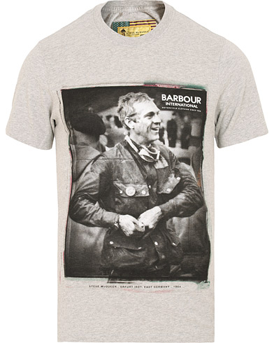 Barbour International Steve McQueen Laughter Tee Grey i gruppen Kläder / T-Shirts / Kortärmade t-shirts hos Care of Carl (15102011r)