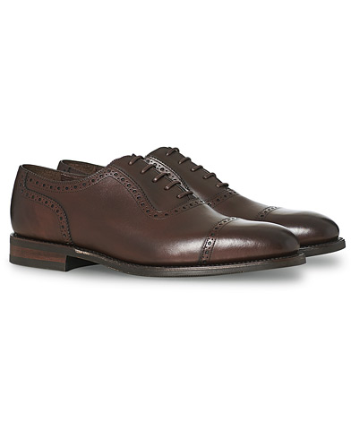 Loake 1880 Fleet Brogue Shadow Sole Dark Brown Calf i gruppen Skor / Brogues hos Care of Carl (15350511r)