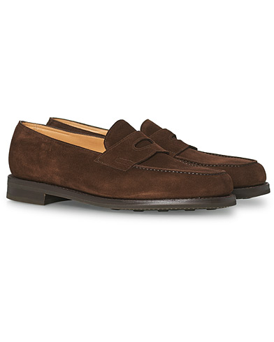 John Lobb Lopez Penny Loafer Dark Brown Suede i gruppen Skor / Loafers hos Care of Carl (15401311r)