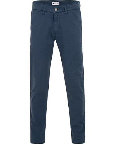 NN07 Marco 1200 Stretch Chinos True Blue i gruppen Kläder / Byxor / Chinos hos Care of Carl (15526911r)