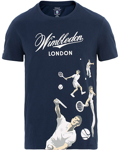 Polo Ralph Lauren Wimbledon Collection Printed Tee French Navy i gruppen Kläder / T-Shirts / Kortärmade t-shirts hos Care of Carl (15577811r)