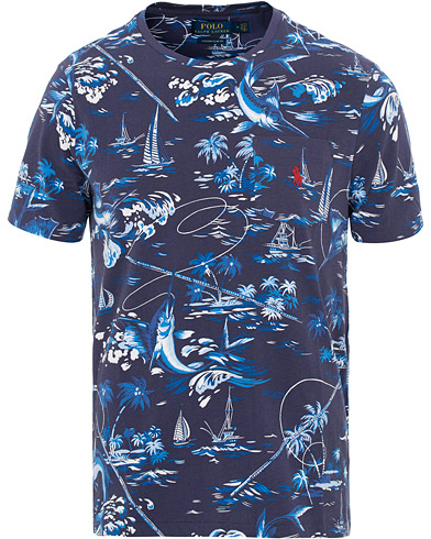 Polo Ralph Lauren Printed Crew Neck Tee Marlin Blue Multi i gruppen Kläder / T-Shirts / Kortärmade t-shirts hos Care of Carl (15600011r)