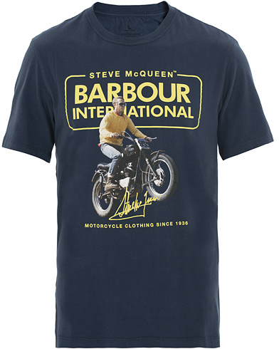 Barbour International Steve McQueen Cooler Tee Dress Blue i gruppen Kläder / T-Shirts / Kortärmade t-shirts hos Care of Carl (15619311r)