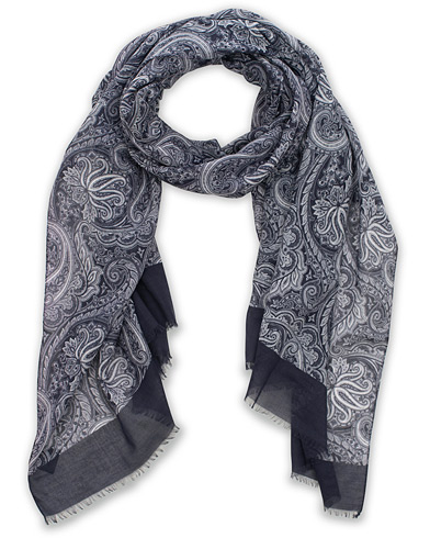Amanda Christensen Cotton Voile Printed Paisley Scarf Navy  i gruppen Accessoarer / Scarves hos Care of Carl (15641810)