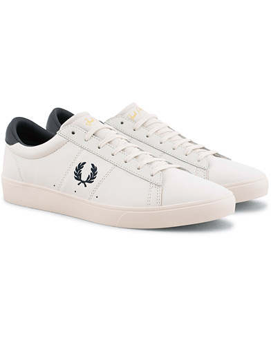 Fred Perry Spencer Leather Porcelain/Navy i gruppen Skor / Sneakers hos Care of Carl (15646511r)