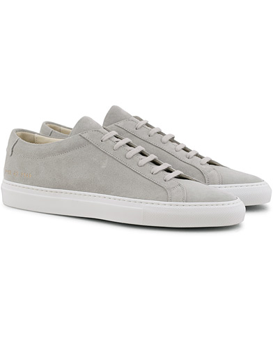 Common Projects Original Achilles Sneaker Light Grey Suede i gruppen Skor / Sneakers / Låga sneakers hos Care of Carl (15654411r)