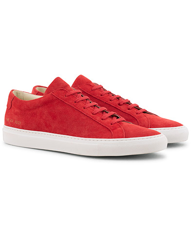 Common Projects Original Achilles Sneaker Red Suede i gruppen Skor / Sneakers / Låga sneakers hos Care of Carl (15654711r)