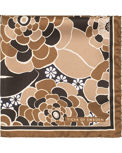 Tiger of Sweden Pas Flower Printed Pocket Square Brown  i gruppen Accessoarer / Näsdukar hos Care of Carl (15709410)