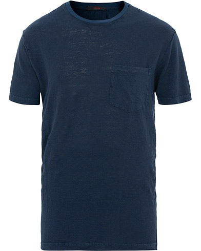 The Gigi Rodi Exclusive Linen T-Shirt Dark Blue i gruppen Kläder / T-Shirts / Kortärmade t-shirts hos Care of Carl (15737211r)