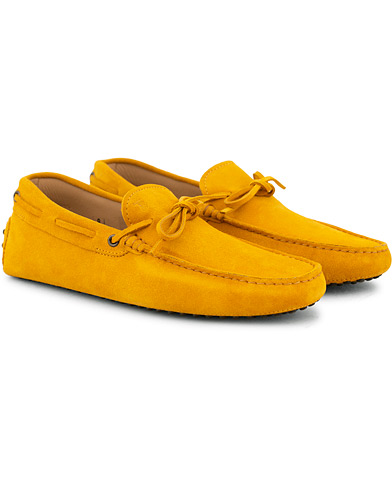 Tod's Laccetto Gommino Carshoe Yellow Suede i gruppen Skor / Bilskor hos Care of Carl (15765311r)