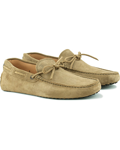 Tod's Laccetto Gommino Carshoe Olive Suede i gruppen Skor / Bilskor hos Care of Carl (15765611r)