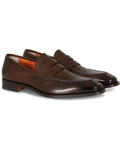 Santoni Duke Penny Loafer Dark Brown Calf i gruppen Skor / Loafers hos Care of Carl (15786011r)