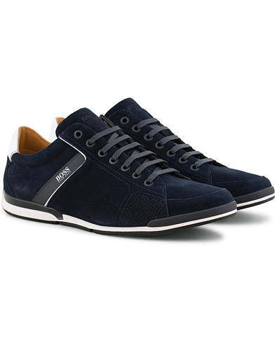 BOSS Casual Saturn Low Sneaker Navy Suede i gruppen Skor / Sneakers / Låga sneakers hos Care of Carl (15802111r)