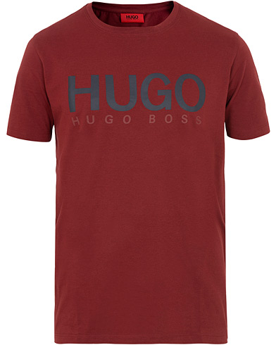 HUGO Dolive Crew Neck Tee Wine Red i gruppen Kläder / T-Shirts / Kortärmade t-shirts hos Care of Carl (15803611r)