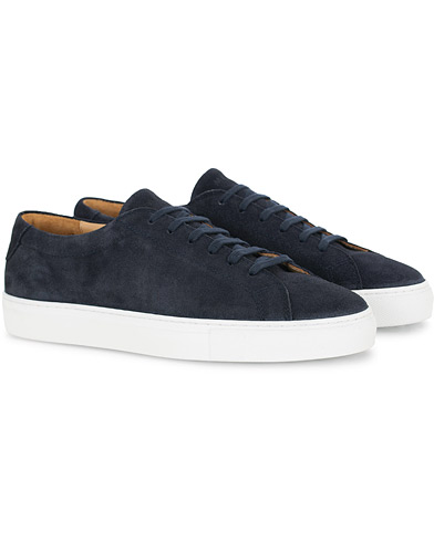 A Day's March Marching Sneaker Navy Suede i gruppen Skor / Sneakers hos Care of Carl (16010211r)