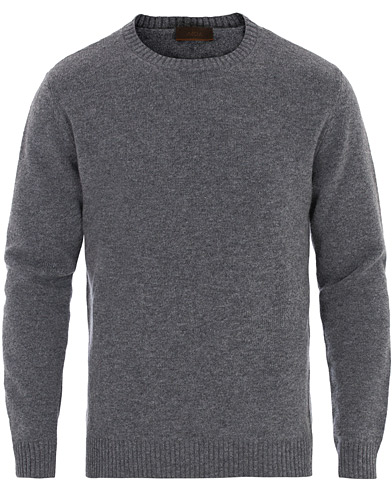 Altea Virgin Wool Crew Neck Sweater Grey Melange i gruppen Kläder / Tröjor / Pullover rundhals hos Care of Carl (16078511r)