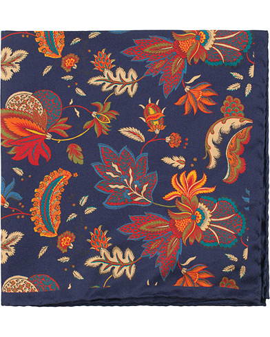 Amanda Christensen Silk Twill Printed Flowers Pocket Square Navy  i gruppen Accessoarer / Näsdukar hos Care of Carl (16101510)
