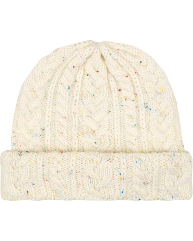 Drake's British Wool Cable Knitted Hat White  i gruppen Accessoarer / Mössor hos Care of Carl (16111010)