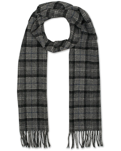 Barbour Lifestyle Lambswool Scarf Classic Black Grey Tartan  i gruppen Accessoarer / Halsdukar hos Care of Carl (16238810)