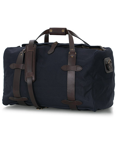 Filson Duffle Medium Navy Canvas  i gruppen Accessoarer / Väskor hos Care of Carl (16353810)