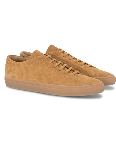Common Projects Original Achilles Suede Sneaker Tan i gruppen Skor / Sneakers hos Care of Carl (16542811r)