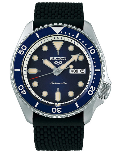 Seiko 5 Sports Mens 43mm 100m Automatic Rubber/Blue Dial  i gruppen Accessoarer / Klockor hos Care of Carl (16586710)