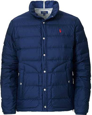 Polo Ralph Lauren Lightweight Down Jacket Newport Navy i gruppen Kläder / Jackor / Dunjackor hos Care of Carl (16759611r)