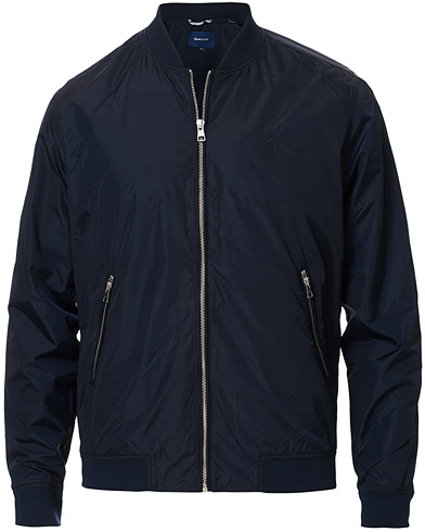 GANT Airy Nylon Bomber Evening Blue i gruppen Kläder / Jackor / Bomberjackor hos Care of Carl (16856611r)