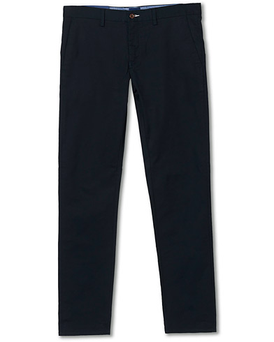 GANT Slim Fit Tech Prep Chino Black i gruppen Kläder / Byxor / Chinos hos Care of Carl (17049811r)