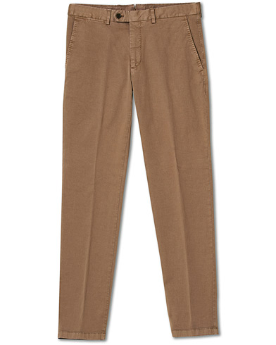 Oscar Jacobson Danwick Side Adjusters Chino Light Brown i gruppen Kläder / Byxor / Chinos hos Care of Carl (17083111r)