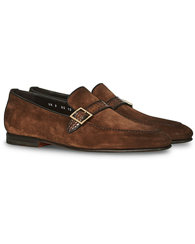 Santoni Croc Buckle Loafer Brown Suede i gruppen Skor / Loafers hos Care of Carl (20090711r)
