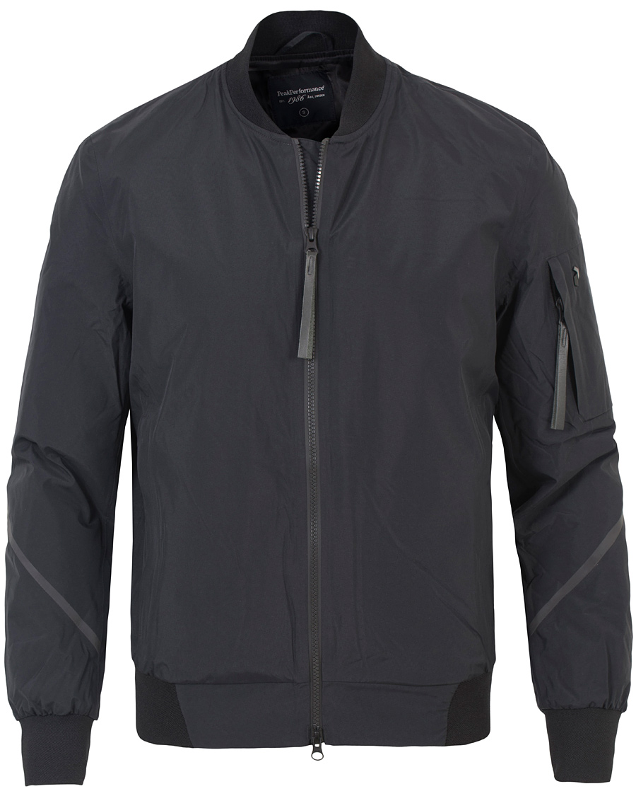 peak performance bomber vinterjacka i svart jackan är i bra