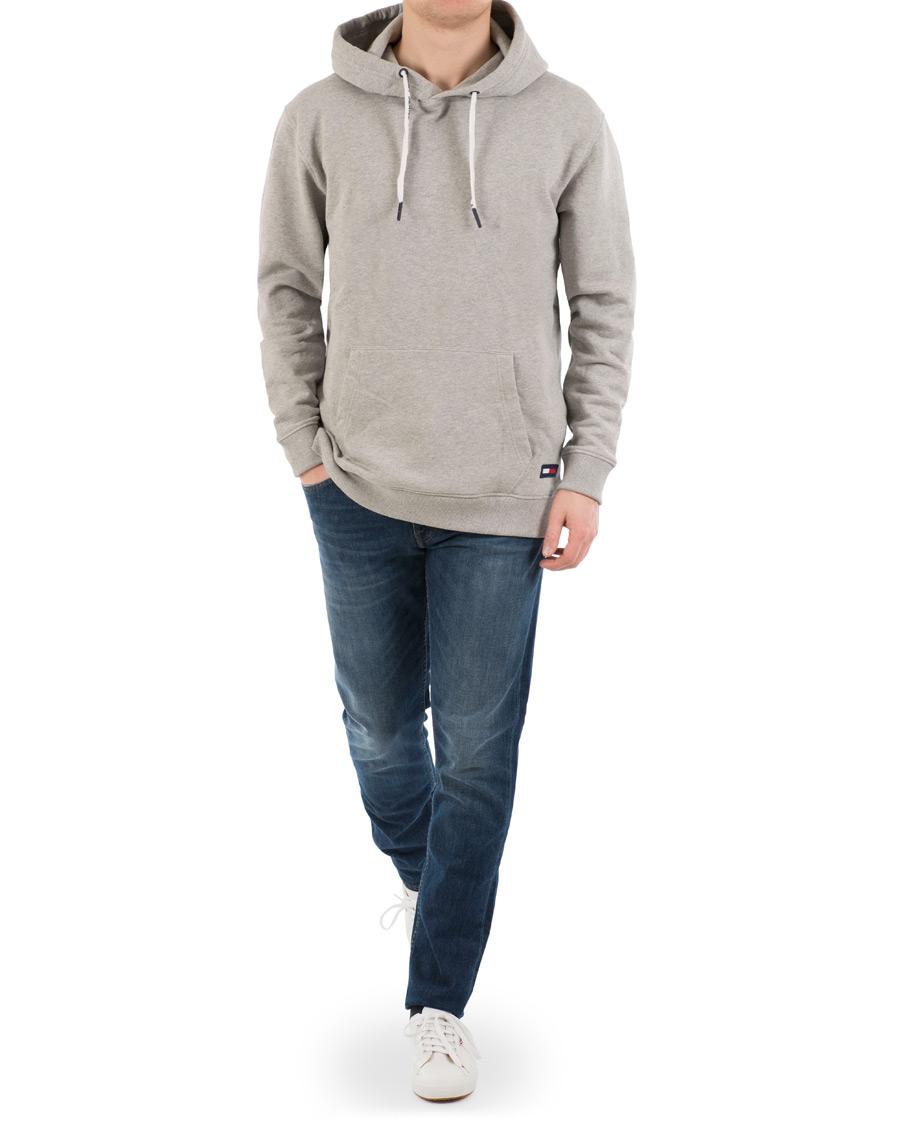84967101 Tommy Jeans Contemporary Hoodie Grey hos CareOfCarl.com