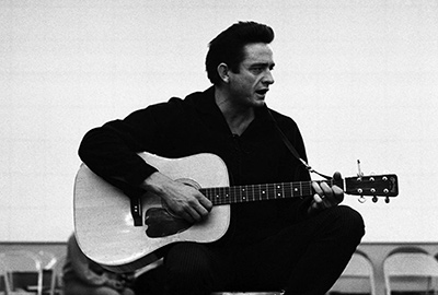 Johnny Cash - Mies mustissa