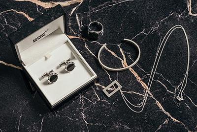 Fire smykker til menn (med unntak av klokken)