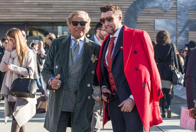 Två välklädda herrar som poserar för bild
