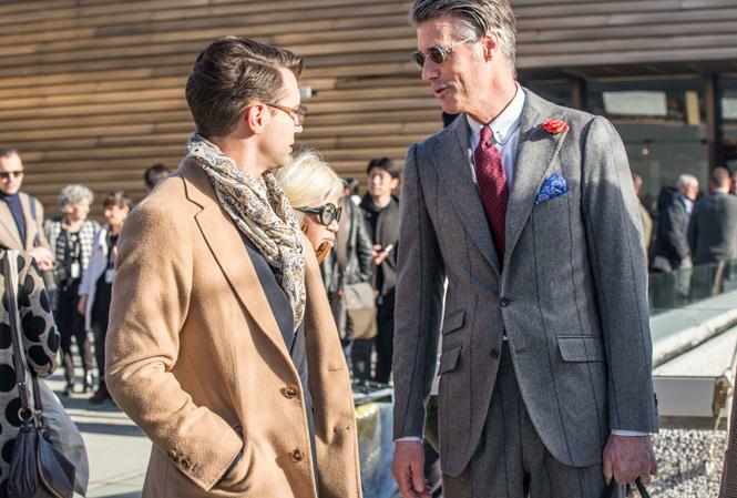 Två herrar som samtalar