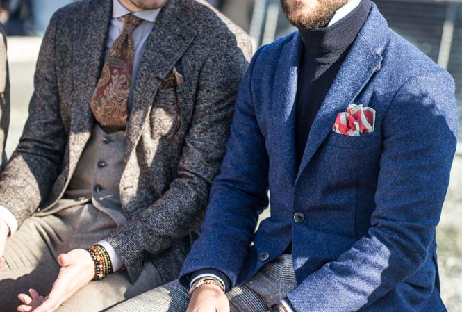 Två herrar som sitter bredvid varandra