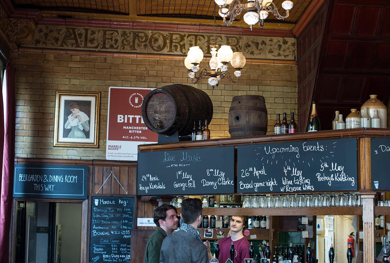 Meny på en gammal pub