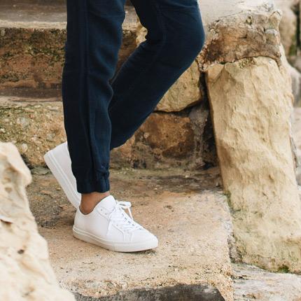 De vita sneakersen